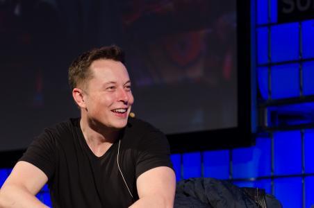 """Elon Musk předpověděl návrat lidstva k """"temným věkům"""""""